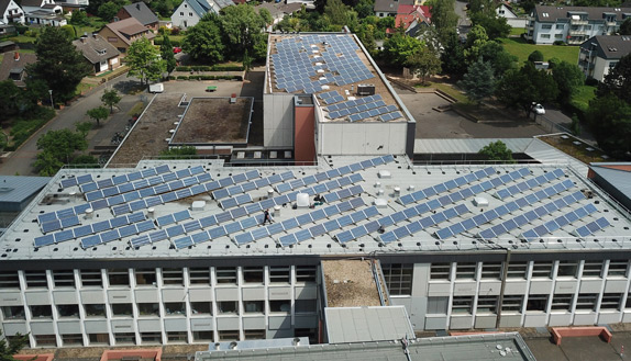 dach-solar-panel-schule-cesolar