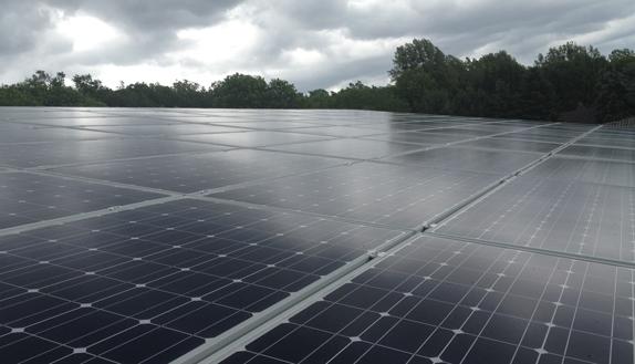 dach-solar-panel-halle-cesolar